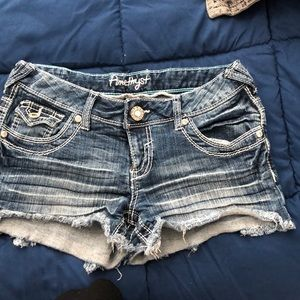 Cute denim shorts!